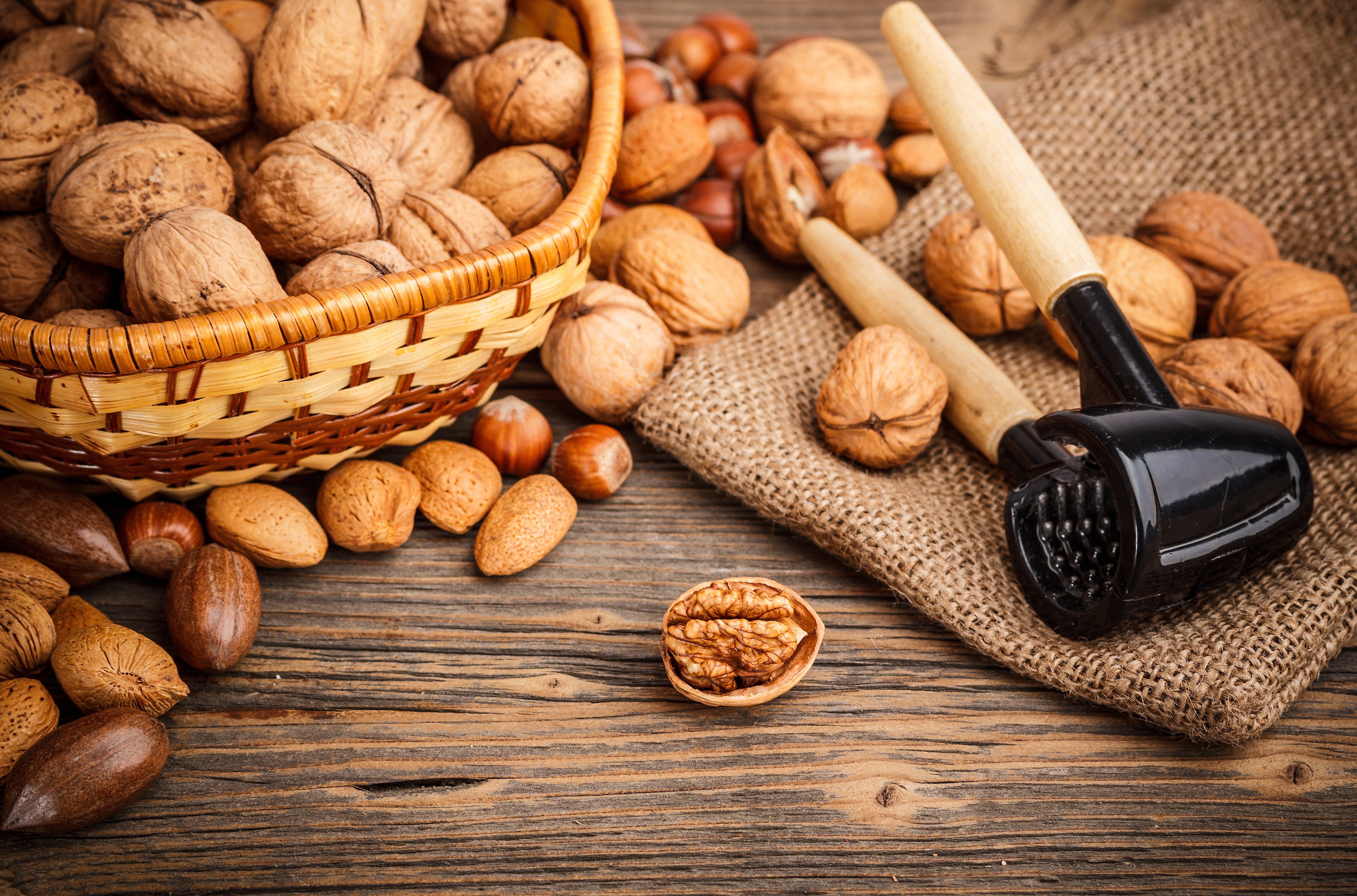 Almonds hazelnuts walnuts muts 8480x5600 2